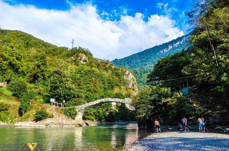 پل ماخونتستی و آبشار ماخونتستی